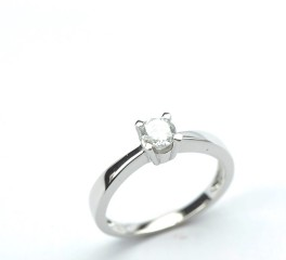 solitaire-ring